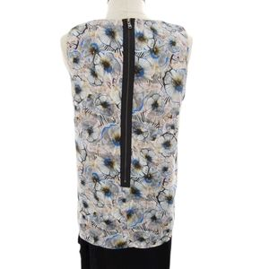 Magnificent graphic floral blouse w/ ruffles!